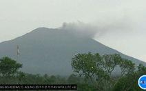 Núi lửa Agung phun trào, hàng ngàn người Indonesia tháo chạy