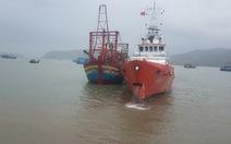 Cứu tàu cá và 9 ngư dân bị trôi dạt 2 ngày trên biển