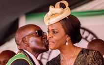 Dân gần như chết đói, gia đình Mugabe sống hơn cả đế vương