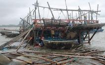Giông lốc đánh chìm tàu cá ở cửa biển Sa Cần