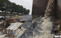 Bắt quả tang doanh nghiệp xả thải trộm ra môi trường
