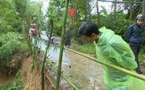 Sông Hiếu 'ăn' đường, hàng trăm hộ dân bất an