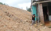 Đất đá tràn vào nhà vì dự án làm đường