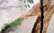 Sạt lở nặng bờ sông Tả Trạch ở Huế