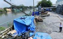 Hàng trăm cảng sông  bỗng dưng 'chết đứng'