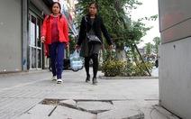 Chủ tịch Hà Nội yêu cầu làm rõ việc lát đá vỉa hè