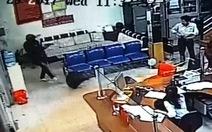 Video tên cướp nổ súng bắn bảo vệ, cướp ngân hàng Agribank