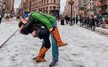 Bộ ảnh độc nhất vô nhị của cặp đôi xa nhau gần 13.000 cây số