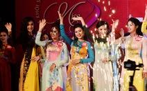 Nữ sinh các trường phía Nam duyên dáng trong tà áo dài