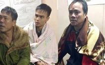 Cứu 3 ngư dân bị chìm tàu trên biển Nghệ An