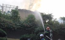 Bộ đội cùng cứu hỏa dập đám cháy quán cà phê ở Hà Nội