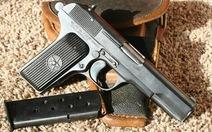 Khoe súng K54 trong quán trà sữa, một nam sinh 12 tuổi bị thương