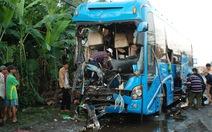 Xe khách tông xe tải đang đậu, 1 người chết, 12 bị thương