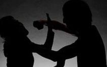 Từ chối ly rượu mời, một phụ nữ bị bạn nhậu đâm chết