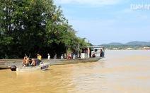 Hàng chục người tìm kiếm người gặp nạn trên sông Krông Ana