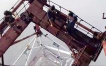 Check-in mạo hiểm trên cột thu phát sóng ở Đà Nẵng