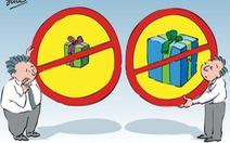 TP.HCM nghiêm cấm tặng quà tết cho cấp trên