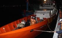 Tàu cá Bình Định gặp nạn, trôi dạt nhiều giờ trên biển