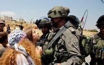 Israel bắt cô gái Palestine vì tát binh sĩ