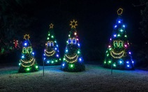 Đèn trang trí, giấy gói quà Noel... ra đời ra sao?