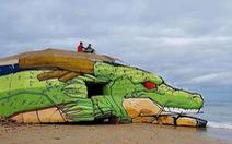 Nghệ sĩ đường phố trang trí lô cốt thành rồng Sheron