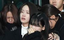 SHINee, SNSD, SJ thẫn thờ đưa tang Jonghyun