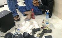 Bắt vợ chồng tàng trữ hơn 1,3kg ma túy 'đá' và 2 khẩu súng