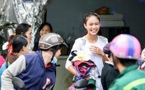 Mâu Thủy mở sạp áo ấm miễn phí tặng người nghèo