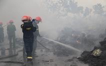 Cháy lớn tại nhà máy bánh kẹo ở Thanh Hóa, 3 người bị mắc kẹt