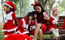Thế giới rực rỡ đón Noel