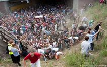 Làm gì để sống sót giữa đám đông giẫm đạp?