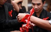 Vượt lên HIV