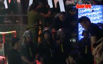 Video hàng trăm cảnh sát bao vây hai bar lớn nhất Sài Gòn