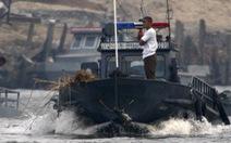 Bắt thêm tàu nghi chở dầu cho Triều Tiên