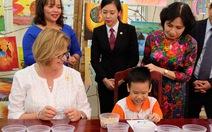 Phu nhân Tổng thống Peru thăm nơi chăm sóc trẻ bất hạnh