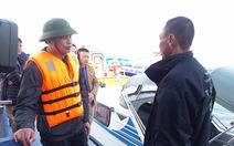 Tàu du lịch chìm khi va chạm sà lan, 31 khách Trung Quốc thoát nạn