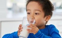 Phòng giáo dục ra chỉ tiêu 60% học sinh phải uống sữa