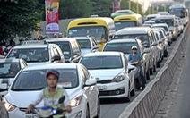 Doanh số bán xe hơi tụt dốc vì khách hàng có tâm lý chờ giảm mạnh