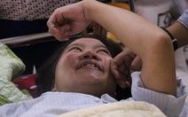'Trên giường bệnh, phải cười để bố mẹ bớt đau lòng'