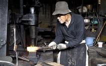 Bỏ phố tìm về với nghề rèn truyền thống Nhật Bản
