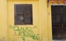 Tường vàng xưa Hội An đang bị graffiti 'băm nát'