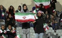 Phụ nữ vào sân xem bóng đá sẽ 'dẫn đến tội lỗi'