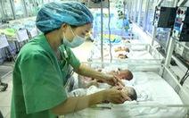 Ca trực 24 - 28 tiếng của những phụ nữ chăm trẻ sinh non