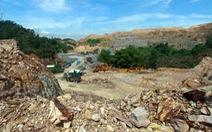 Bạt núi lấy đất, để lại quang cảnh như bãi chiến trường