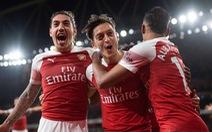 Trở lại sau chấn thương, Mesut Ozil đưa Arsenal vào tốp 4