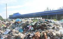 Nhà máy rác ngừng hoạt động, hơn 500 tấn rác bốc mùi nồng nặc