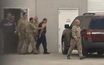 Cảnh sát Mỹ tung quân bắt kẻ gửi bom quy mô như bắt trùm khủng bố