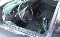 Táo tợn đập kính ôtô trộm 3,5 tỉ đồng trước cửa ngân hàng