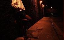 Sinh viên bán dâm 4 lần bị đuổi học: vẽ đường cho hươu chạy?