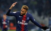 Neymar trổ tài ca hát